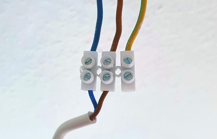 Lampe anschließen einfach erklärt - Schritt-für-Schritt-Anleitung