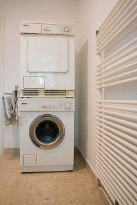 Waschmaschine anschließen: Trockner und Waschmaschine an einem Abfluss